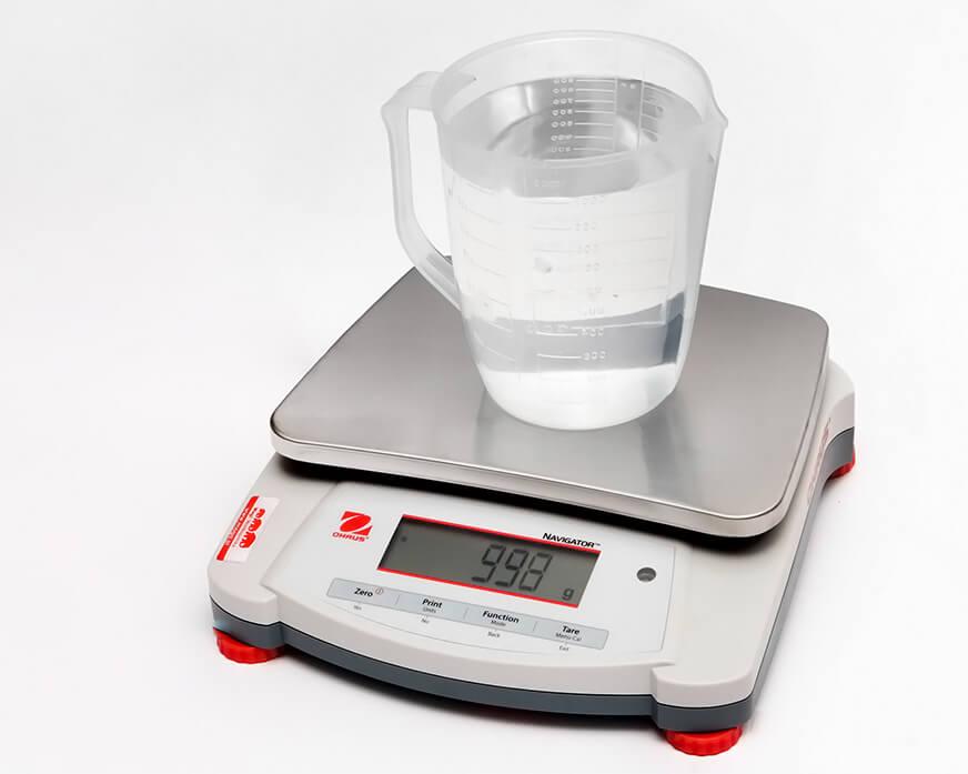 Litr wody na wadze