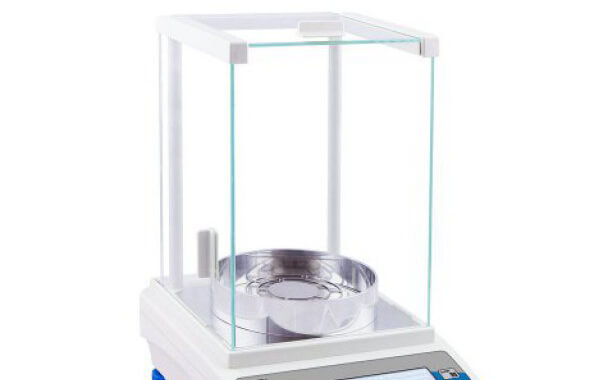 Komora przeciwwiatrowa wagi laboratoryjnej