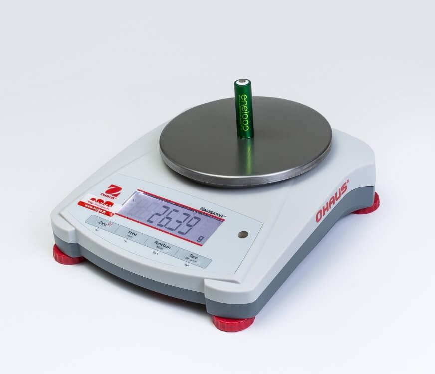 Akumulator AA na wadze