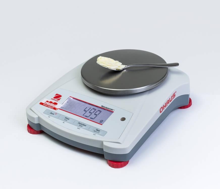 Łyżeczka masła na wadze