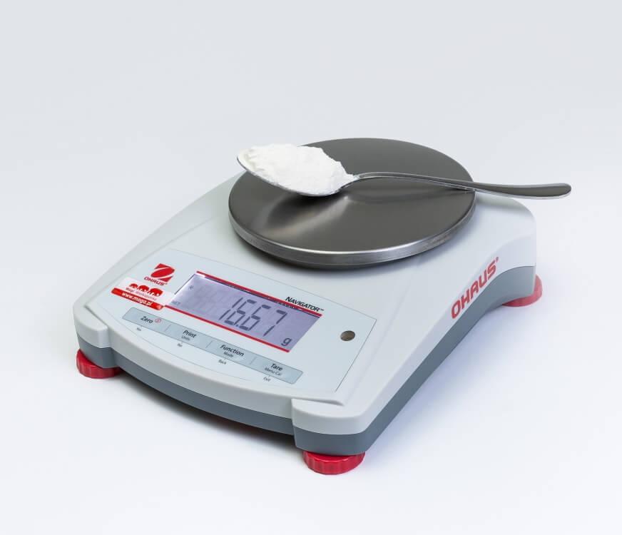 Łyżka mąki na wadze