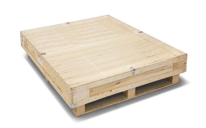 zapakowana w drewniane pudło waga KERN